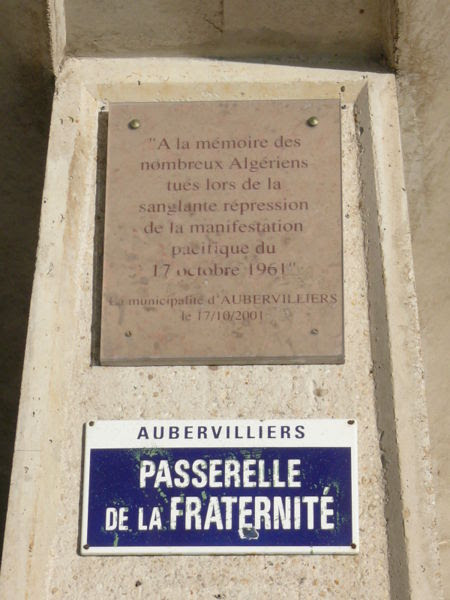 File:Aubervilliers passerelle de la fraternité & plaque.JPG
