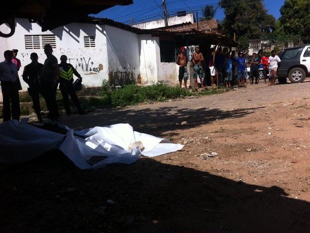 Polícia Civil investiga possibilidade de morte ter sido motivada por rixa do sobrinho da vítima (Foto: Matheus Magalhães/G1)