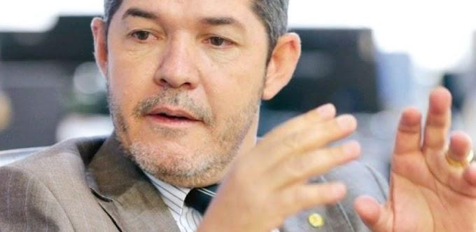 """""""Fui gado, comi capim"""", diz Delegado Waldir sobre apoio a Bolsonaro"""