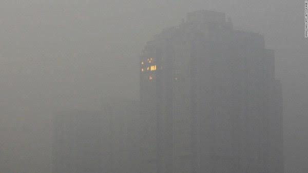 12 του Ιανουαρίου του 2013 httpedition.cnn. Com20130129asiagallerybeijing νέφος κακό ρύπανση στο Πεκίνο (20 φωτογραφίες)