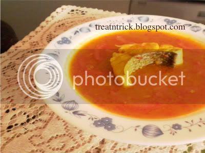 Hot & Sour Soup Recipe @ treatntrick.blogspot.com