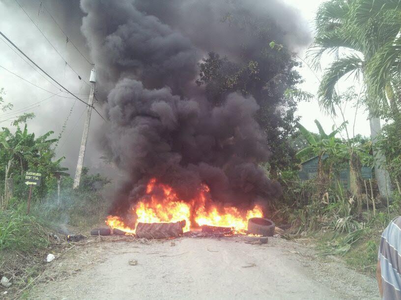 """Comunidades Salcedo protestan por """"incumplimiento"""" de autoridades"""