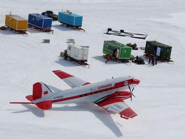 Aeronaves com sensores sobrevoam a Antártida