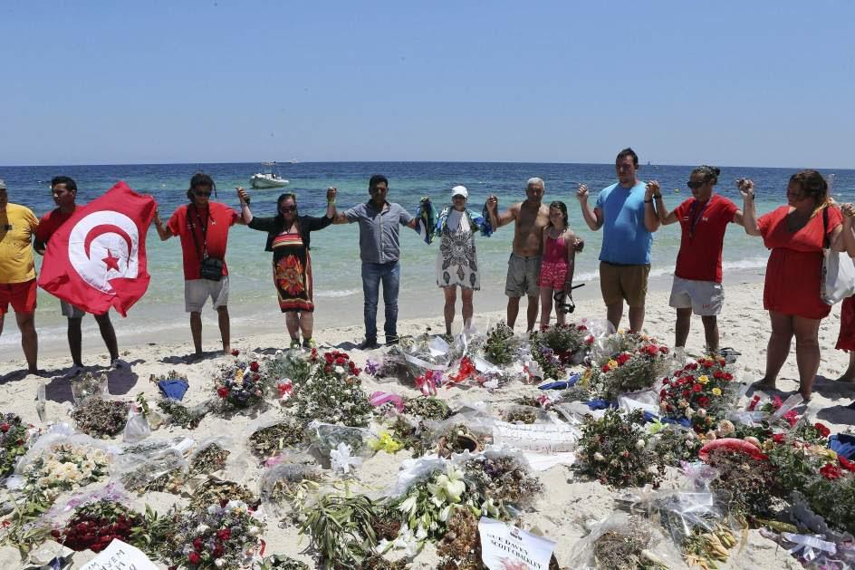 Homenaje a las víctimas de la playa de Susa