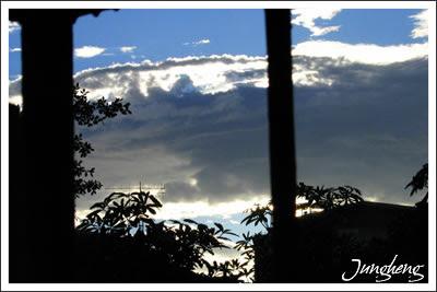 風雨前的天空