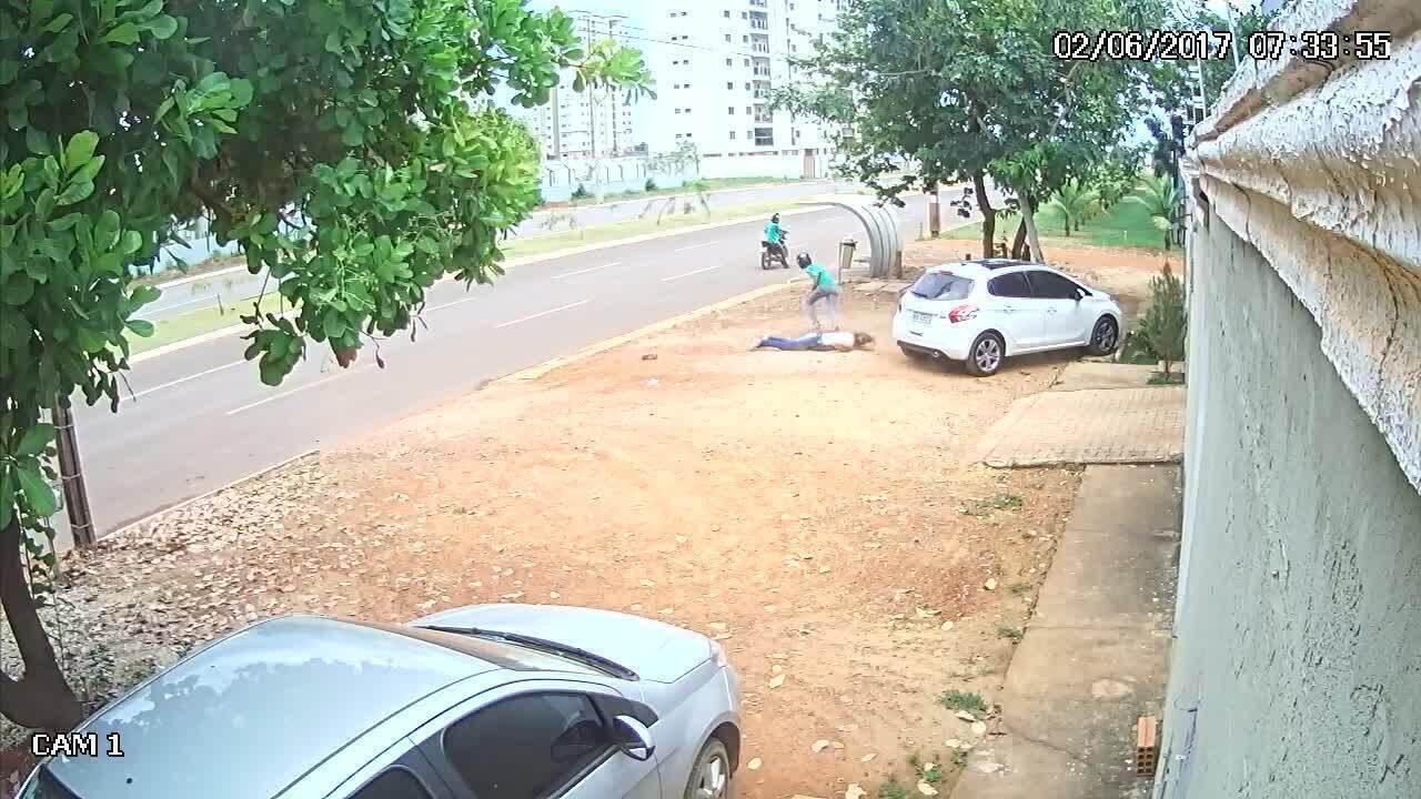 Vídeo mostra mulher sendo assaltada em Palmas