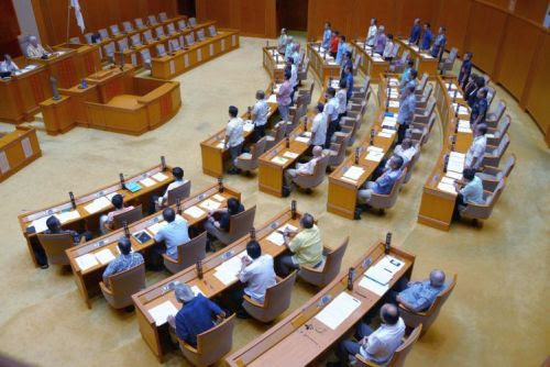 Prefectural Assembly adopts resolution of protest against discriminatory remarks by riot police