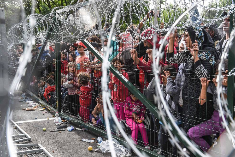 Refugiados sirios en la frontera entre Hungría y Serbia.