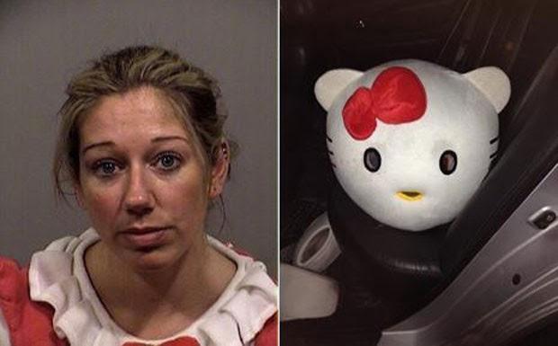 Mulher fantasiada de Hello Kitty foi presa por dirigir bêbada (Foto: AP/Smoking Gun)
