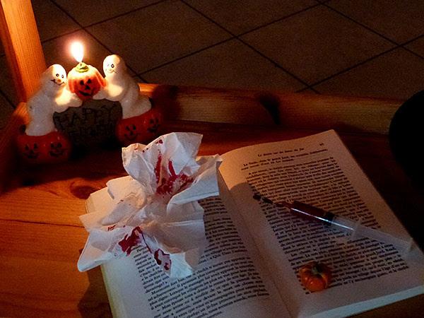 livre sanglant éclairé