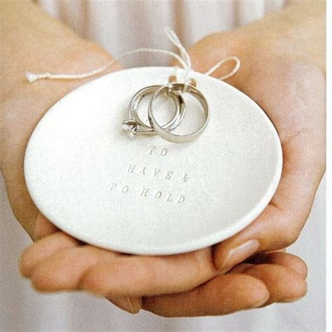 9 Destination Wedding DIY Ring Bearer Pillow Ideas ? Surf
