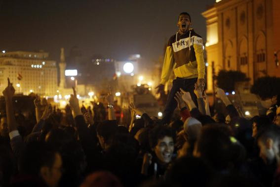 Anti-Mubarak protesters shout slogans against government and military rules after the verdict of former Egyptian President Hosni Mubarak's trial, around Abdel Moneim Riad square in downtown Cairo November 29, 2014.   REUTERS-Amr Abdallah Dalsh