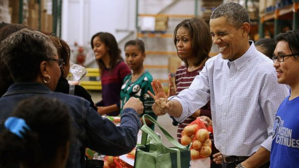 CB obama family volunteer thx lpl 131128 16x9 608 First Family Thanksgiving Menu: More Pie, Please!