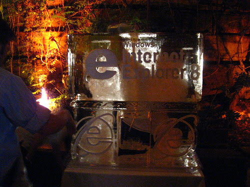 Microsfot IE8 Ice Sculpture by eyeliam.