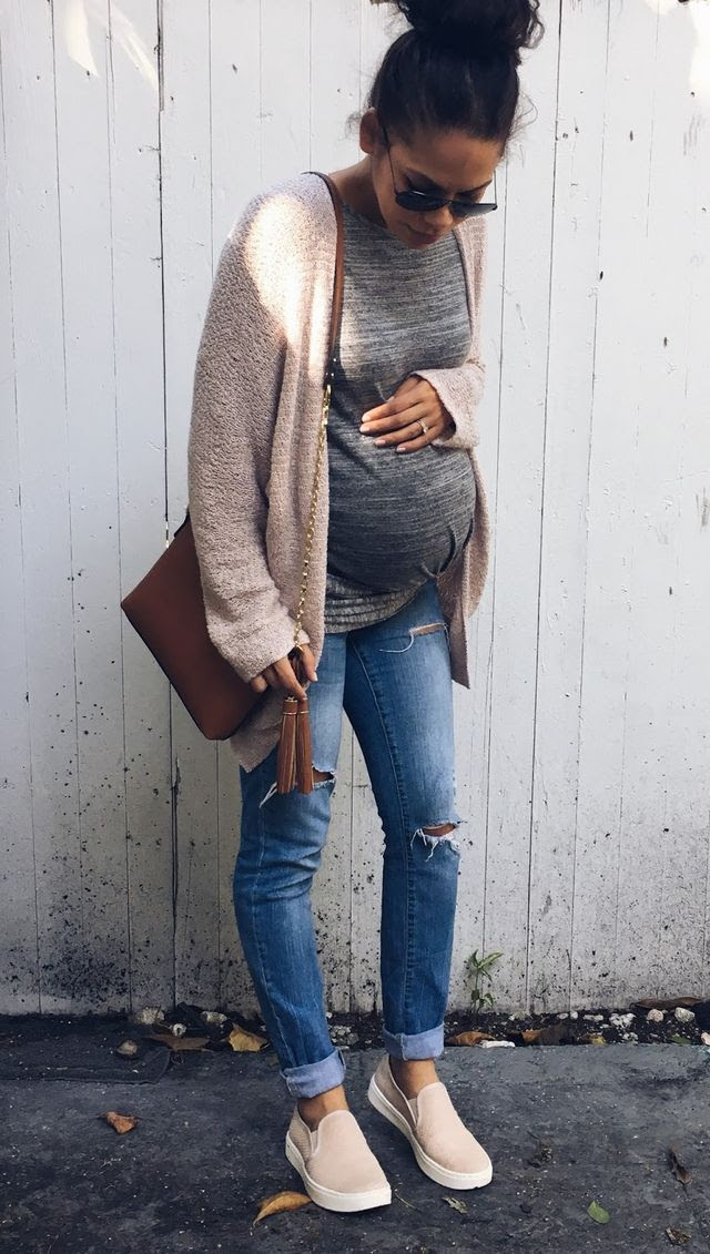 warm fall maternity outfits that look ultramodern