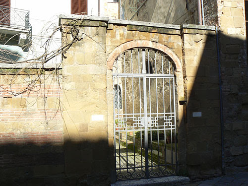 vieux portail à sienne.jpg