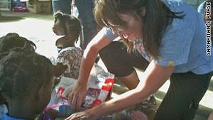 http://i.cdn.turner.com/cnn/2010/POLITICS/12/11/haiti.palin/story.palin.haiti.ho.jpg