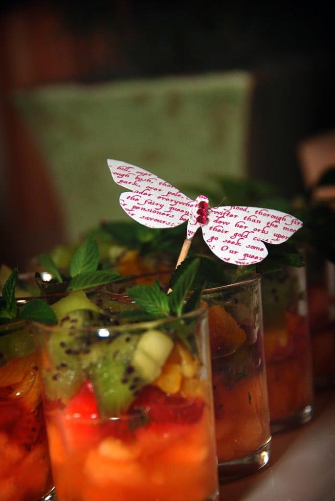 Decoración en la comida para fiestas de cuentos de hadas, primavera o mariposas.