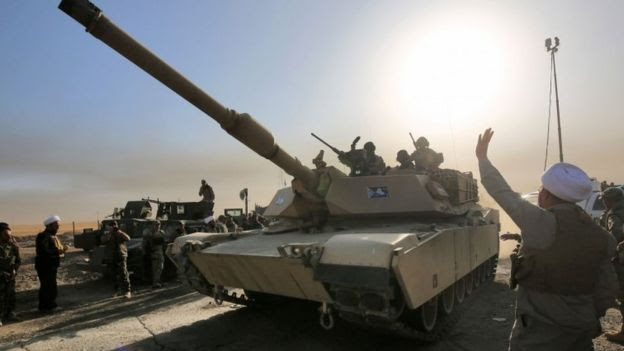 Iraqi forces deploy in south of Mosul, as they advance towards the city to retake it from the Islamic State