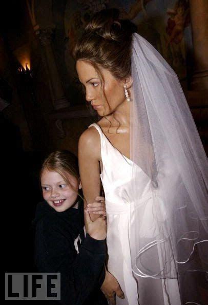 Jennifer Lopez Dressed Wedding Gown And Veil   Health