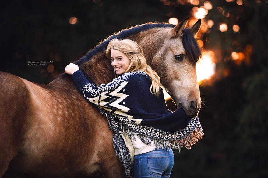 χαρακτήρας των αλόγων Ο ξεχωριστός χαρακτήρας των αλόγων μέσα από τις φωτογραφίες της Carina Maiwald άλογο άλογα