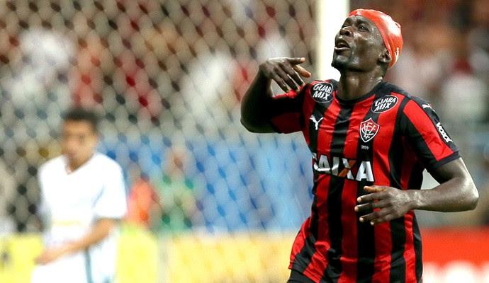 Kanu comemora gol do vitoria contra o Luverdense (Foto: Felipe Oliveira / Estadão Conteúdo)
