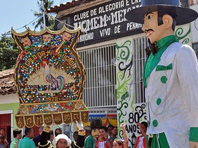 Homem da Meia-Noite comemora 80 anos no carnaval 2012 (Foto: Katherine Coutinho/G1)