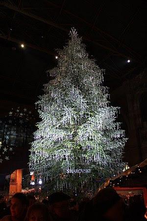 Swarovski christmas trese in Hauptbahnhof in Z...