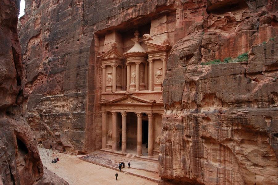 http://www.bazaarplanet.com/images/med_mideast/jordan/9480_treasury_petra_jordan.JPG