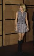 Shakira Minivestido Con Botas