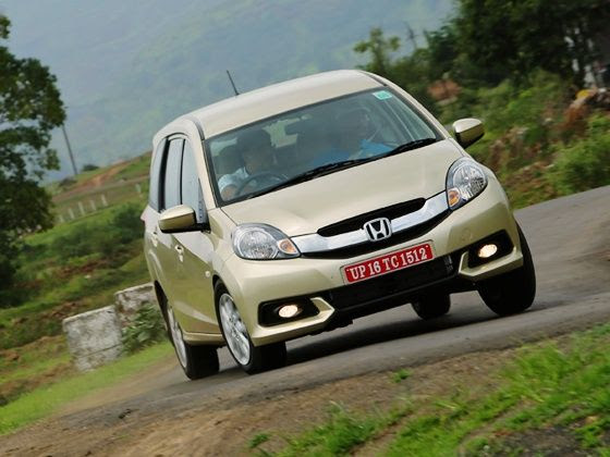 Honda Mobilio Review cornering picture