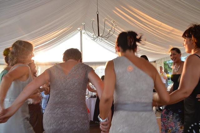 wedding_reception_france_women_dancing