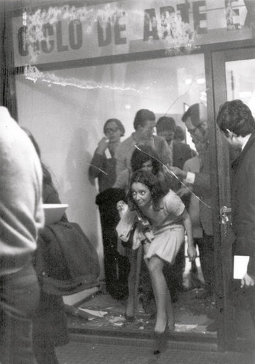 "limboyouth:  ""Cycle of Experimental Art"", (1968), Rosario, Argentina by Graciela Carnevale. In the context of Fascist Argentina, Carnevale invited an audience to an exhibition where she locked them inside the gallery for over an hour without prior notice or explanation, until the crowd finally decided to smash the glass to escape."