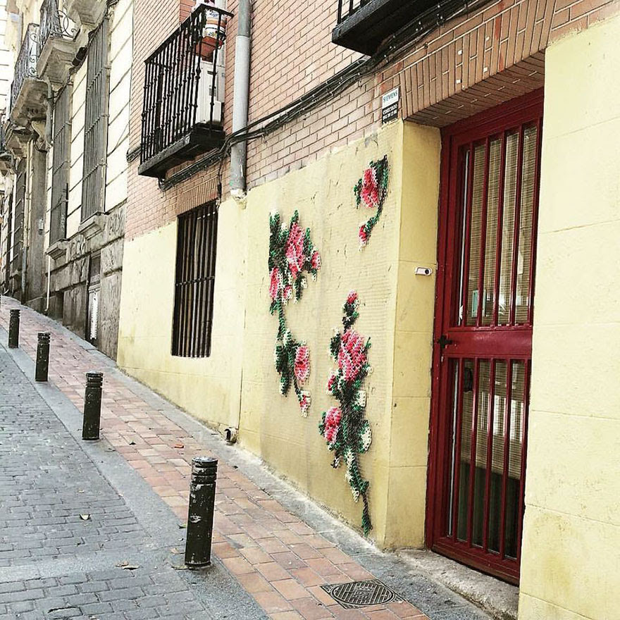 -Stitch-rue-installations floral-cross-raquel-rodrigo -8