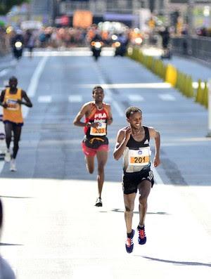 Aleme no sprint final da São Silvestre (Foto: Marcos Riboli)