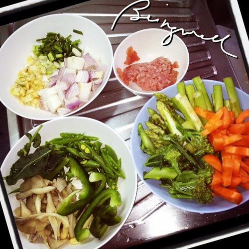 Cooking Stir-fried Mixed Vegetables