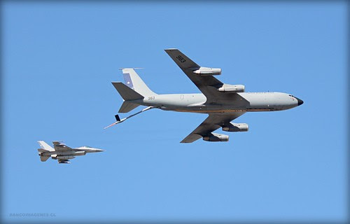KC-135 STRATOTANKER + F-16 by Pablo C.M    BANCOIMAGENES.CL