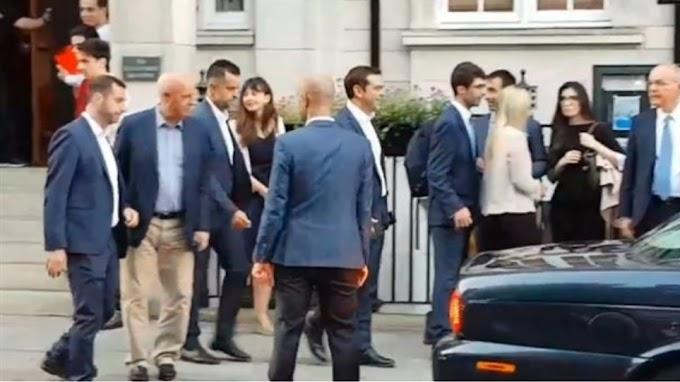 Λονδίνο: Φραστική επίθεση στον Τσίπρα - «Προδότη, πούλησες τη Μακεδονία για 30 αργύρια»