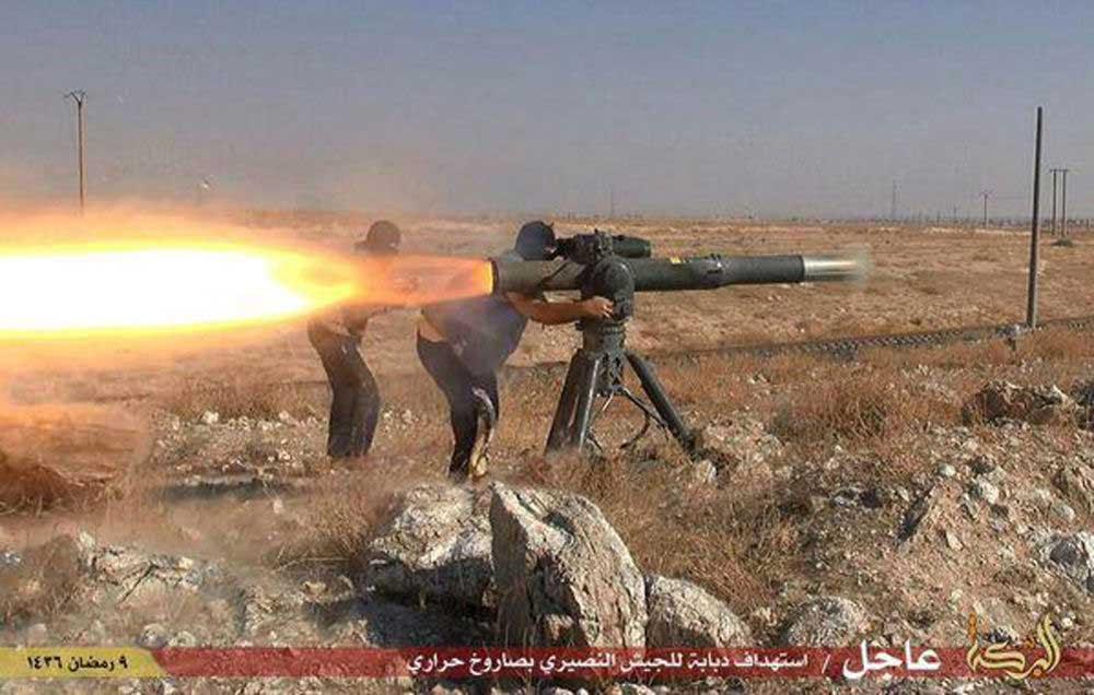Hình ảnh IS nghênh ngang khoe xe tăng, vũ khí khủng cướp được từ Iraq số 5