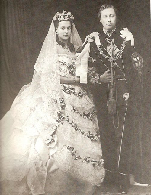 Queen Victoria's wedding dress: the one that started it ...