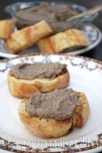 http://www.lesgourmandisesdisa.com/2013/11/tartinade-vegetarienne-portobello-et.html