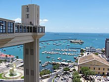 http://upload.wikimedia.org/wikipedia/commons/thumb/f/f2/Elevador_Lacerda_Salvador_Bahia.jpg/220px-Elevador_Lacerda_Salvador_Bahia.jpg