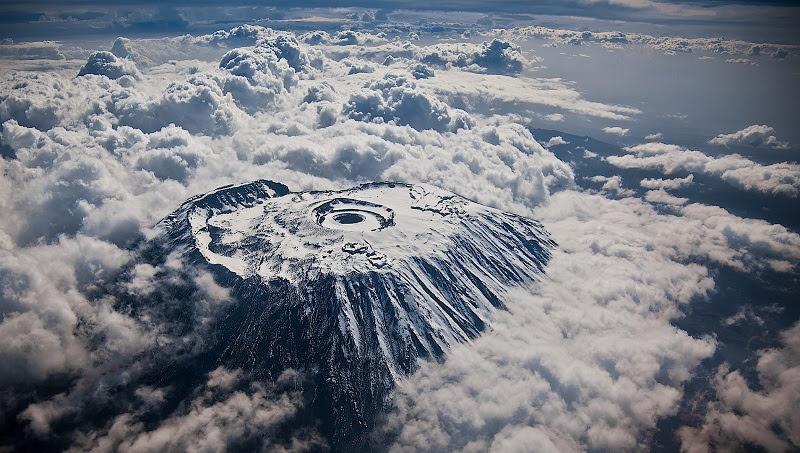 Снега на вершине Килиманджаро. Фото