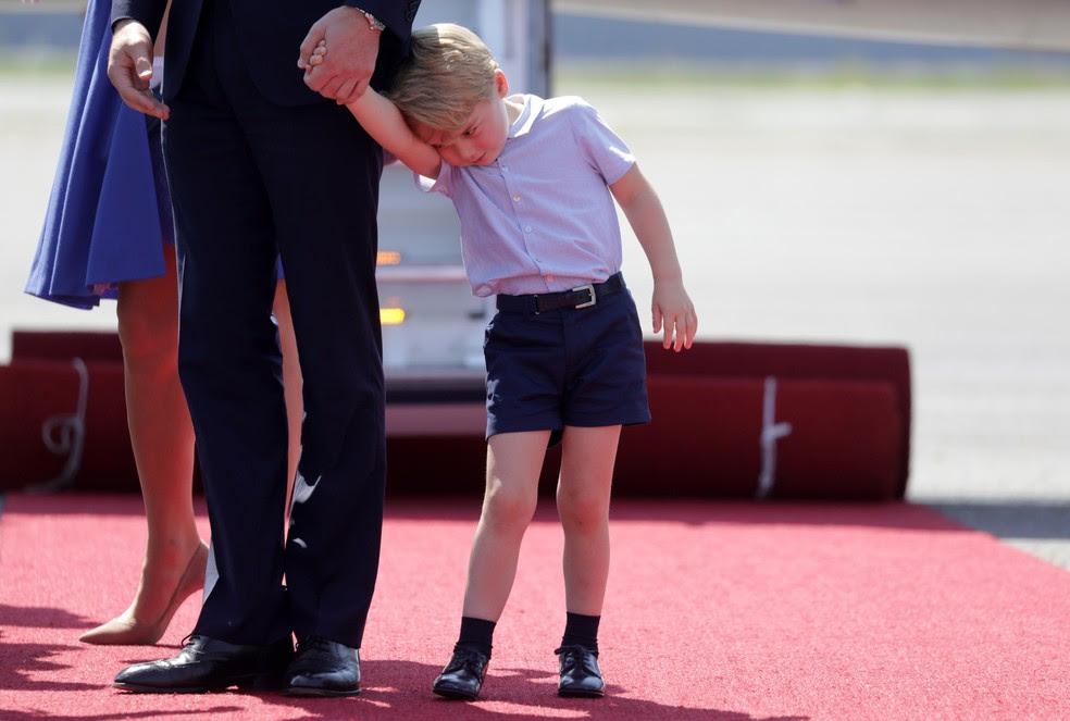 Junto com a família, príncipe George desembarca em Berlim (Foto: REUTERS/Kay Nietfeld/POOL)