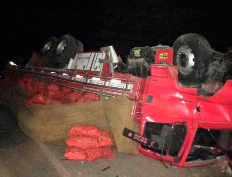 Veículo ficou destruído após colisão - Foto: Reprodução | Central Notícia