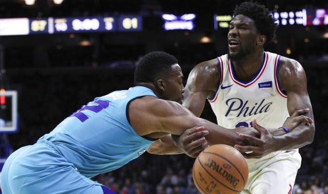 Embiid aportó doble-doble para Filadelfia / Foto AP