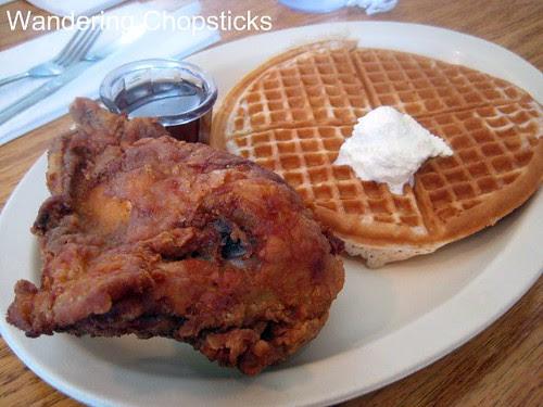Roscoe's House of Chicken and Waffles - Pasadena 4