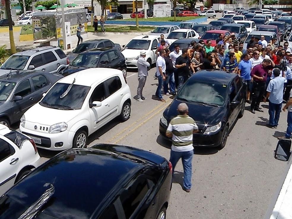 Protesto de motoristas do Uber em Natal (Foto: Reprodução/Inter TV Cabugi)