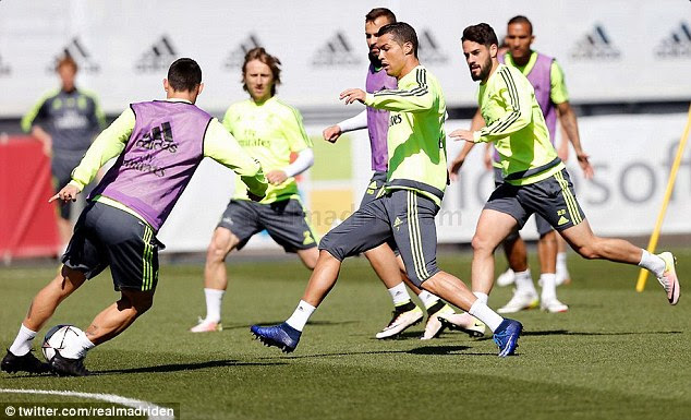 Cristiano Ronaldo (centre) took full part in Real Madrid's training session on Monday morning
