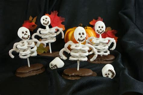 Skeleton Pretzels   CANDIQUIK